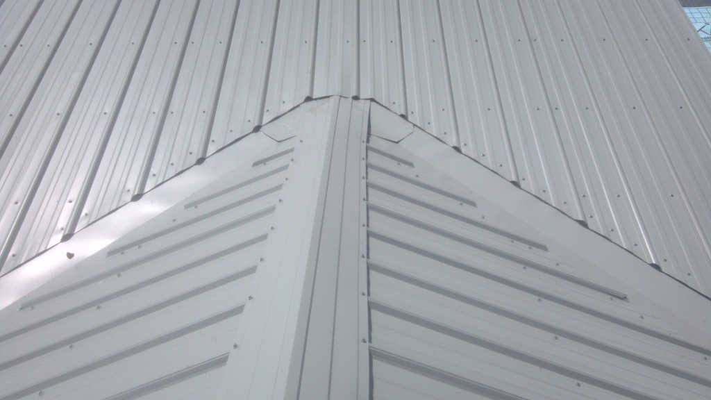 Metal-roof-valley-transition-HT
