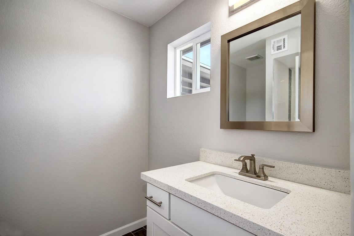 white-vanity-quartz-countertop-CC-1